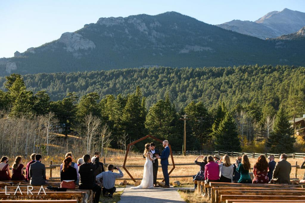 wild basin lodge meadow wedding photo